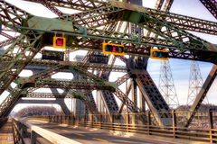 桥梁悬臂视图 免版税图库摄影