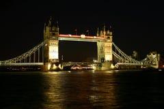 桥梁我晚上塔 免版税库存图片