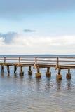 桥梁或码头横跨海浩瀚  免版税库存图片