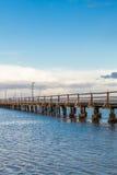 桥梁或码头横跨海浩瀚  库存照片