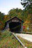 桥梁报道了白色 免版税库存照片