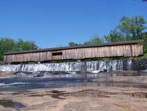 桥梁报道了秋天 免版税图库摄影