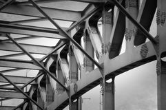 桥梁接近的框架 免版税库存照片