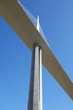 桥梁接近的millau 免版税库存图片