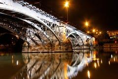 桥梁接近的sevillie triana 免版税库存照片