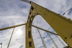 桥梁支持(罗伯特clemente桥梁) 库存图片