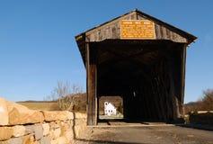 桥梁教会报道了白色 库存照片