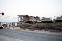 桥梁是许多因素造成的被建立的山崩 库存照片