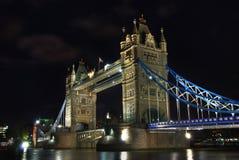 桥梁晚上塔 免版税图库摄影