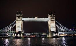 桥梁晚上塔 免版税库存图片