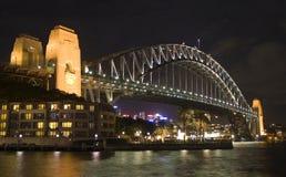 桥梁晚上悉尼 免版税库存照片
