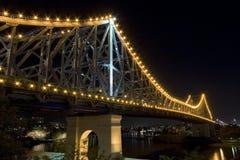 桥梁晚上故事 库存图片