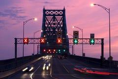 桥梁晚上顶层 免版税库存图片