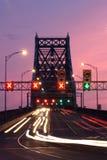 桥梁晚上顶层 库存照片