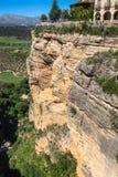 桥梁朗达,其中一个马拉加最著名的白色村庄  免版税库存图片