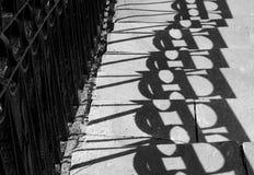 桥梁栏杆的阴影 图库摄影