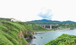 桥梁横穿河 免版税库存照片