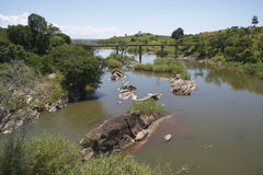 桥梁横穿马拉维老河 库存图片