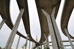 桥梁横穿高速公路 免版税库存照片