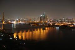 桥梁河视图 免版税图库摄影