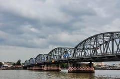 桥梁河 免版税图库摄影