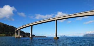 桥梁海岛 免版税库存图片