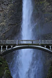 桥梁瀑布 免版税库存图片