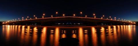 桥梁照明设备反映 免版税库存照片