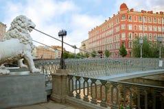 桥梁狮子彼得斯堡圣徒 库存图片