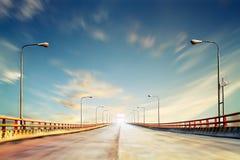 桥梁瓷照片河黄色 免版税库存照片