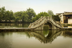 桥梁瓷经典hongcun月亮 图库摄影