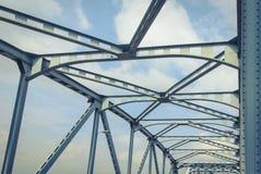 桥梁由钢安定器制成 库存照片