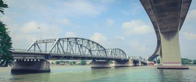 桥梁由钢安定器制成 免版税库存图片