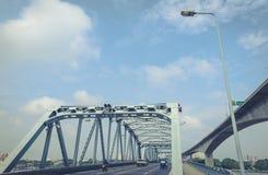 桥梁由钢安定器制成 免版税库存照片