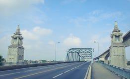 桥梁由钢安定器制成 免版税图库摄影