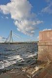 桥梁电缆拉脱维亚里加掀动vansu 库存图片
