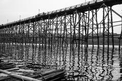 桥梁的反射 库存照片