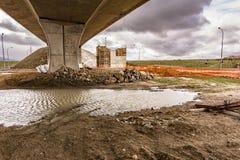 桥梁的建筑工作 修造专栏 库存图片