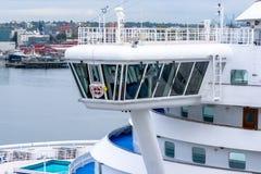 桥梁的看法公主邮轮鲜绿色公主游轮的 免版税库存图片