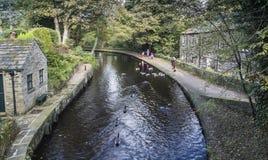 从桥梁的看法在Uppermill的运河 库存图片