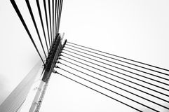 桥梁的设计是唯一电缆坚持的曲拱桥梁 免版税库存图片