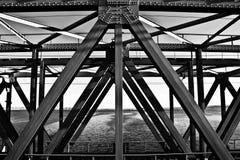桥梁的金属框架 免版税库存图片