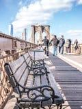 桥梁的长凳 免版税库存照片