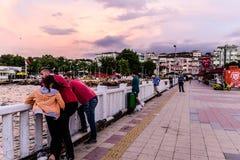 桥梁的-土耳其渔夫 免版税库存图片