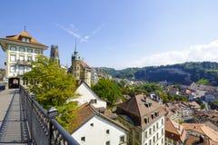 从桥梁看的弗里堡都市风景 图库摄影