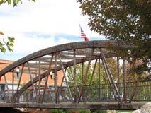 桥梁美国国旗 库存图片