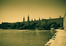 桥梁老石头 葡萄酒图象的模仿 库存图片