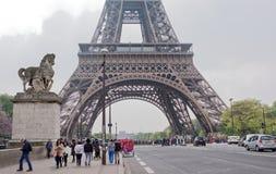 桥梁耶拿和艾菲尔铁塔的看法 在步行t附近 免版税图库摄影