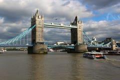 桥梁英国伦敦塔 免版税库存照片