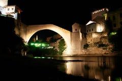 桥梁莫斯塔尔晚上场面 免版税图库摄影
